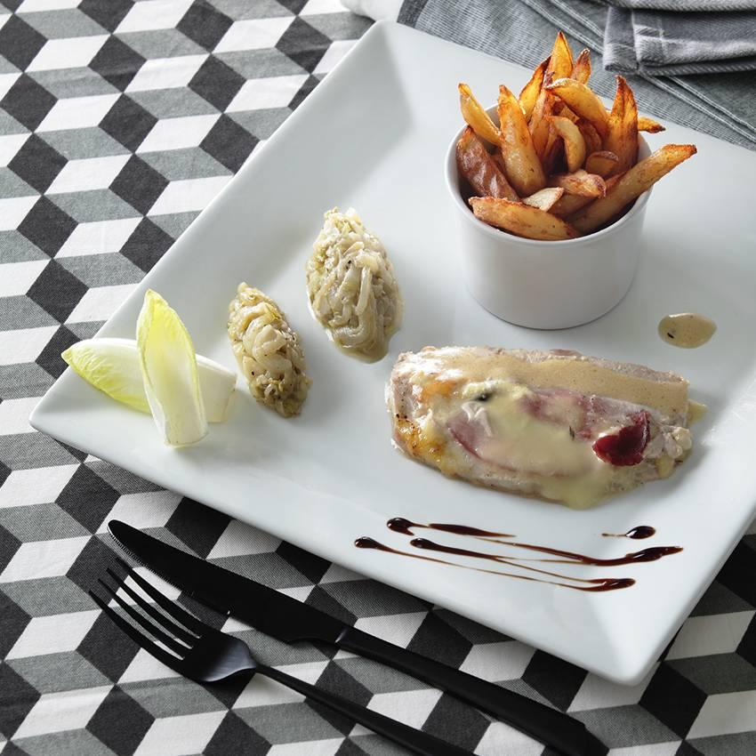 Rôti de porc au maroilles et bacon fondue d'endives et frites fraîches